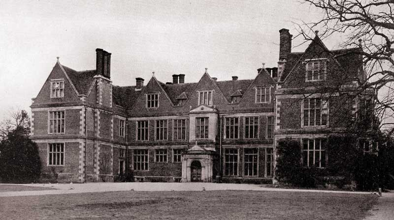 photograph of shaw house taken from a sale catalogue in 1945