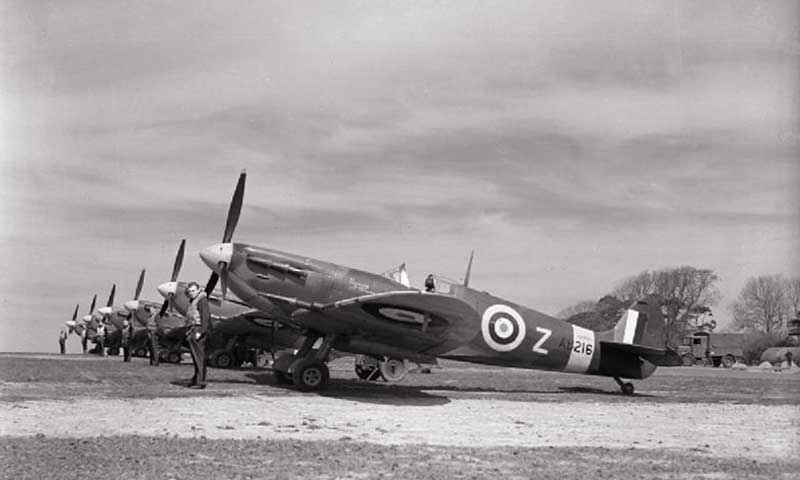 spitfire's of 91 squadron lined up at raf hawkinge.